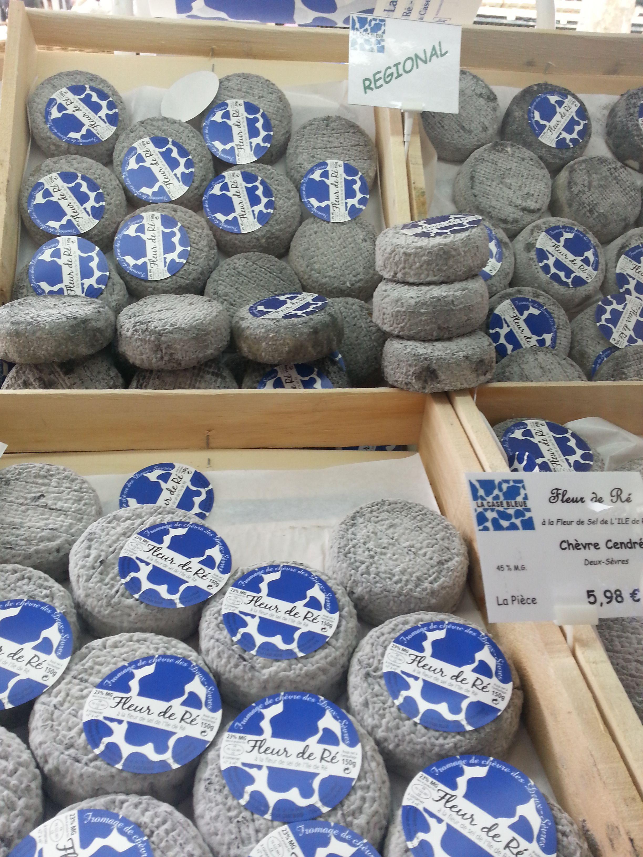 Les fromages de chèvre Fleur de Ré du marché médiéval de La Flotte en Ré - crédit photos : My urban sweetnesses