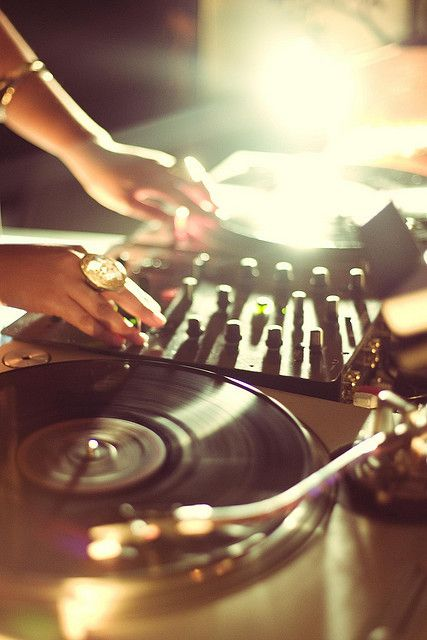 She is morning DJ musique live