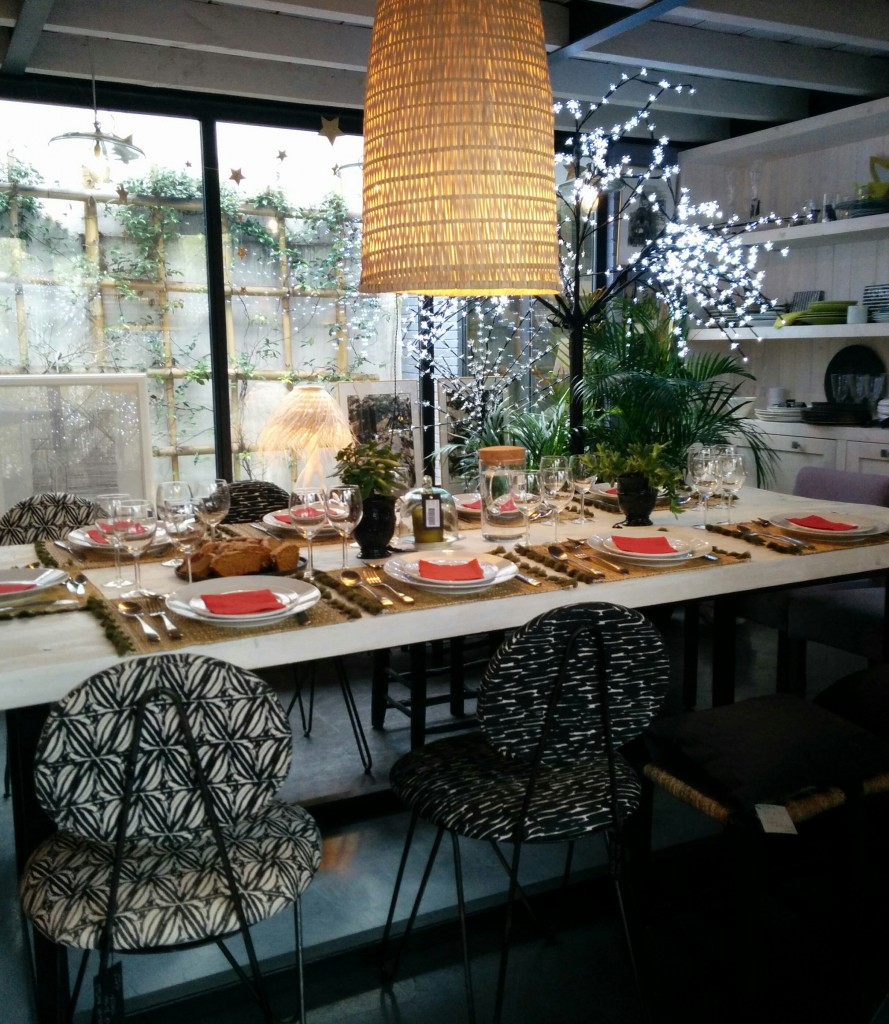 Brunch gde table chaises
