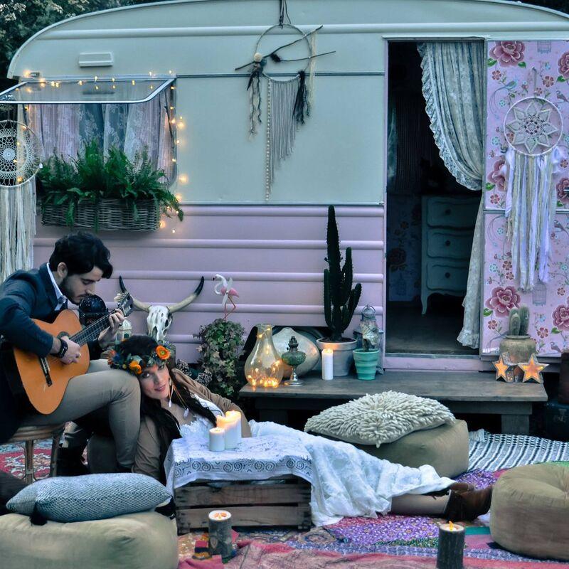 une petite pi ce en plus des sweet caravanes de jardin. Black Bedroom Furniture Sets. Home Design Ideas