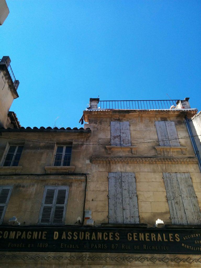 Arles assurances facade