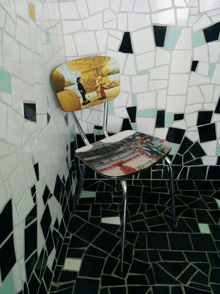 Arles cloitre chaise sdb