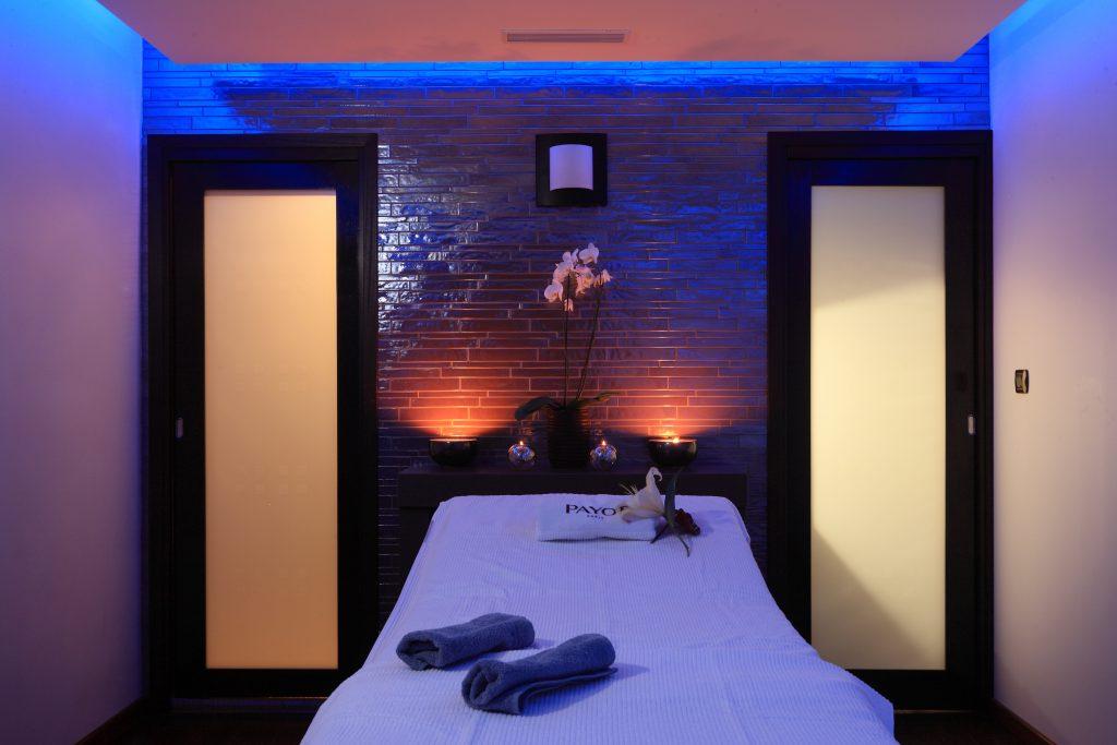 Une des luxueuses cabines du Spa Le nid d'O au Club 7
